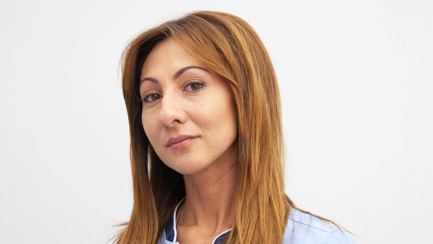 Елица Нухова